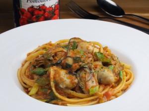 広島産牡蠣と九条葱、自家製ロザマリーナの アラビアータ リングイネ